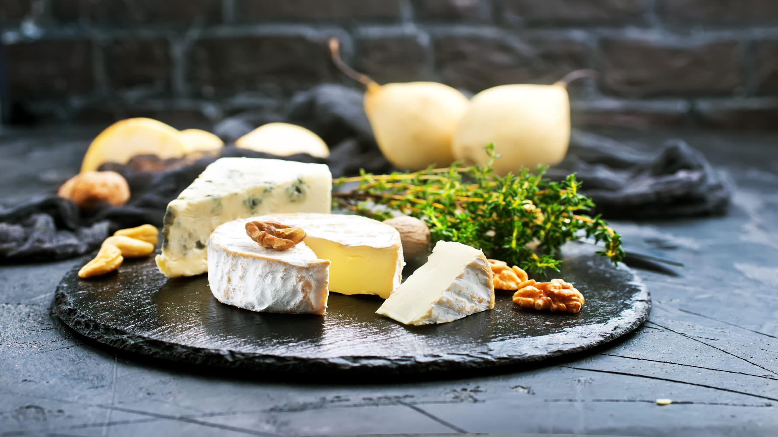 A wine and cheese pairing class